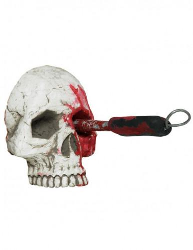 Crâne ensanglanté avec tournevis